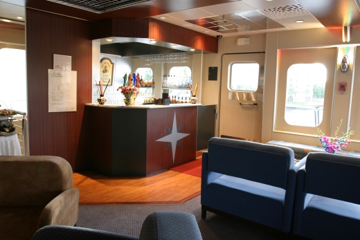 111-ft-party-yacht-bar-2