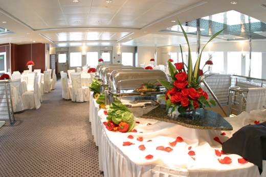 111-ft-party-yacht-dining-3