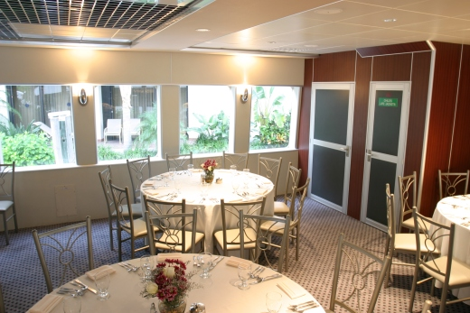 4111-ft-party-yacht-dining-7