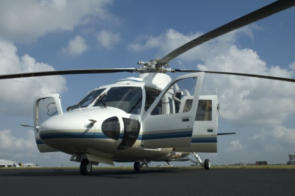 Premier golf experience with helicopter transportation
